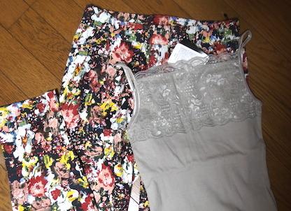 花柄パンツとキャミソール