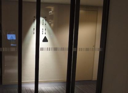 フロアのドア