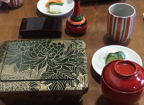 小川菊の黒い重箱