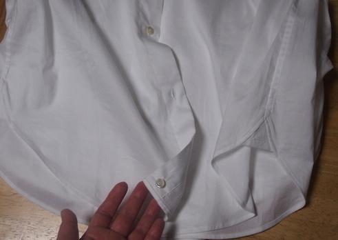 シャツの前ボタンの裏