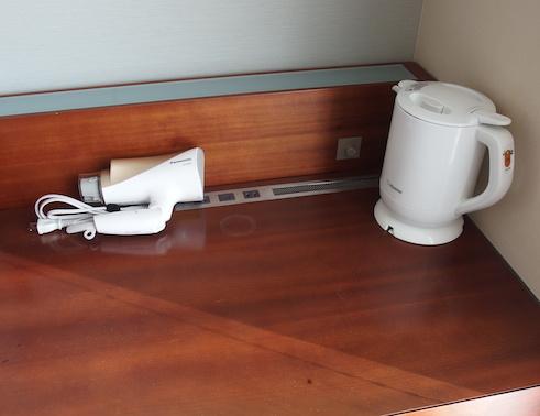 ホテルの机の上