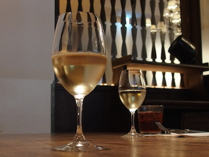 ワイングラス2つ