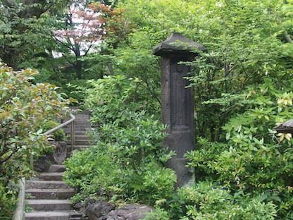 根津美術館の庭園小道