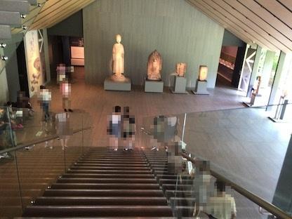 根津美術館ロビー