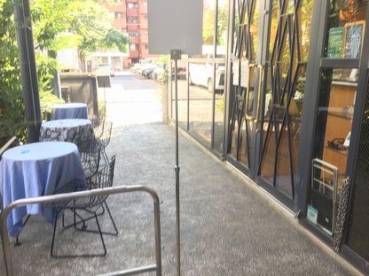 岡本太郎記念館カフェ外の席